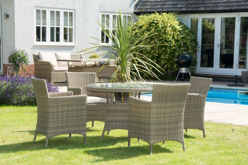 4-la-chairs-and-1-meter-round-rattan-table