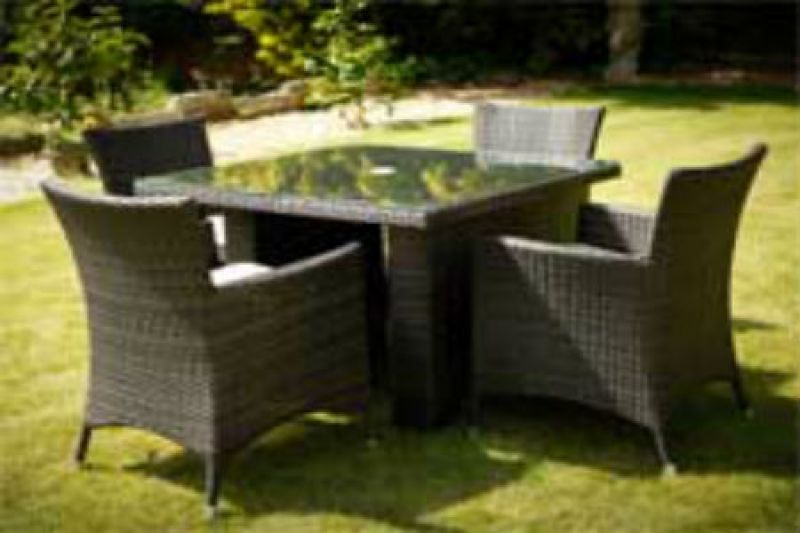 4-la-chairs-and-1-metre-square-table-mixed-brown